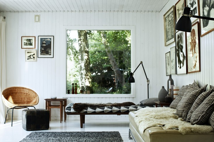 Casual white paneled modern room